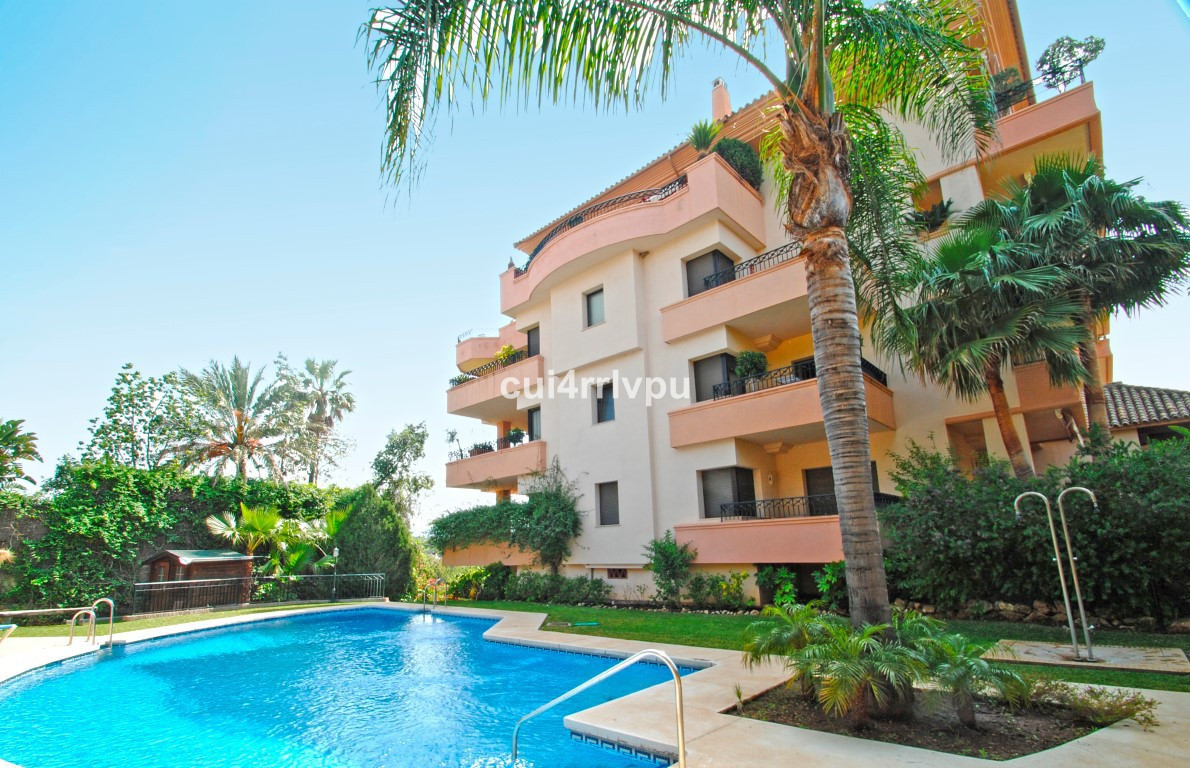 Fantastic bright apartment located in one of the best areas of Marbella, frontline golf and at short, Spain