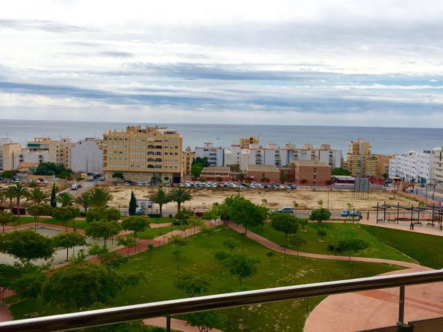 Luxurious, 2 bedroom, 2 bathroom apartment in the heart of El Campello, with a swimming pool.  2007 ,Spain