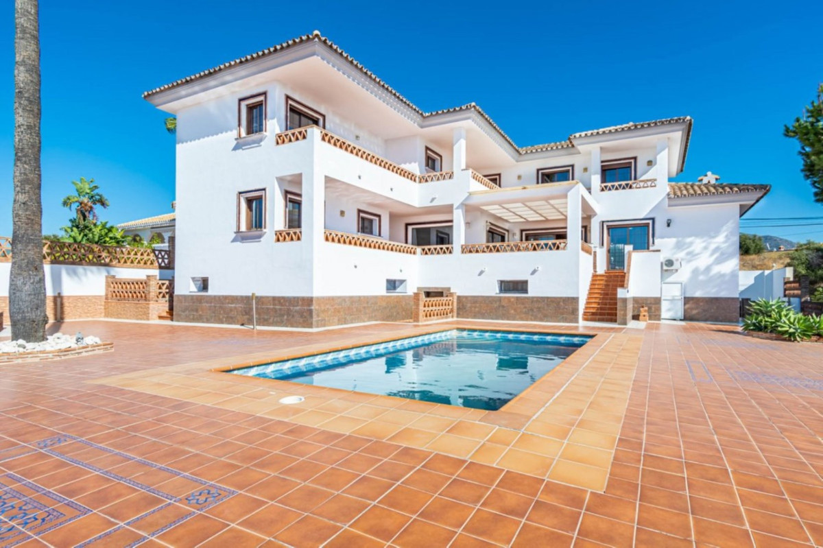 Magnificent large modern Spanish style villa. This villa is as brand new, as no one has lived in the,Spain