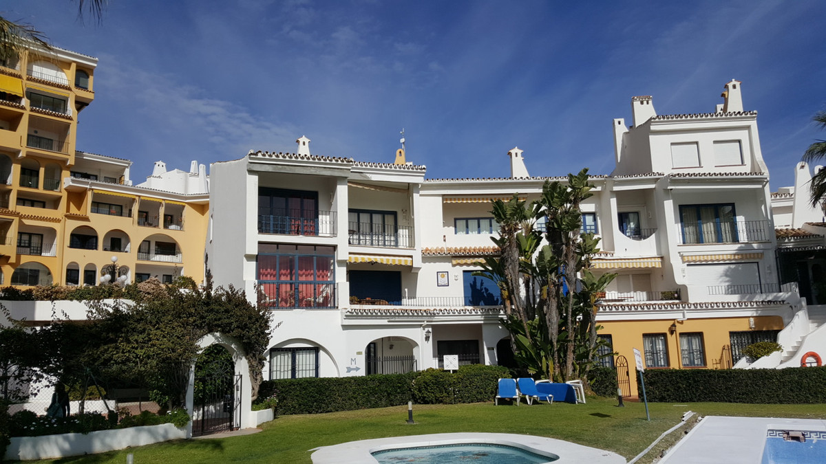 OPPORTUNITY! Top Floor Apartment, Puerto de Cabopino, Costa del Sol. Fabulous buy to rent with high ,Spain