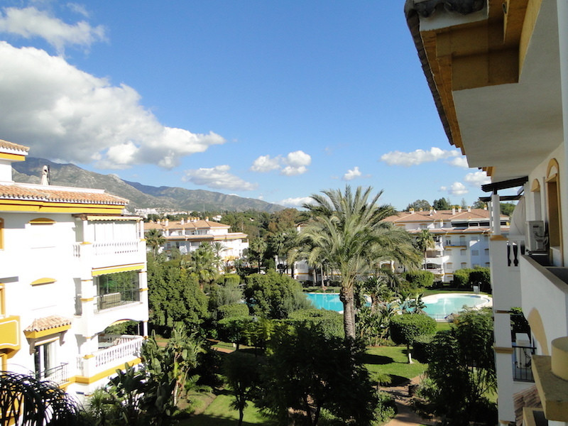 Excellent apartment located in an urbanization in Puerto Banus, the property has 3 bedrooms and 2 ba, Spain