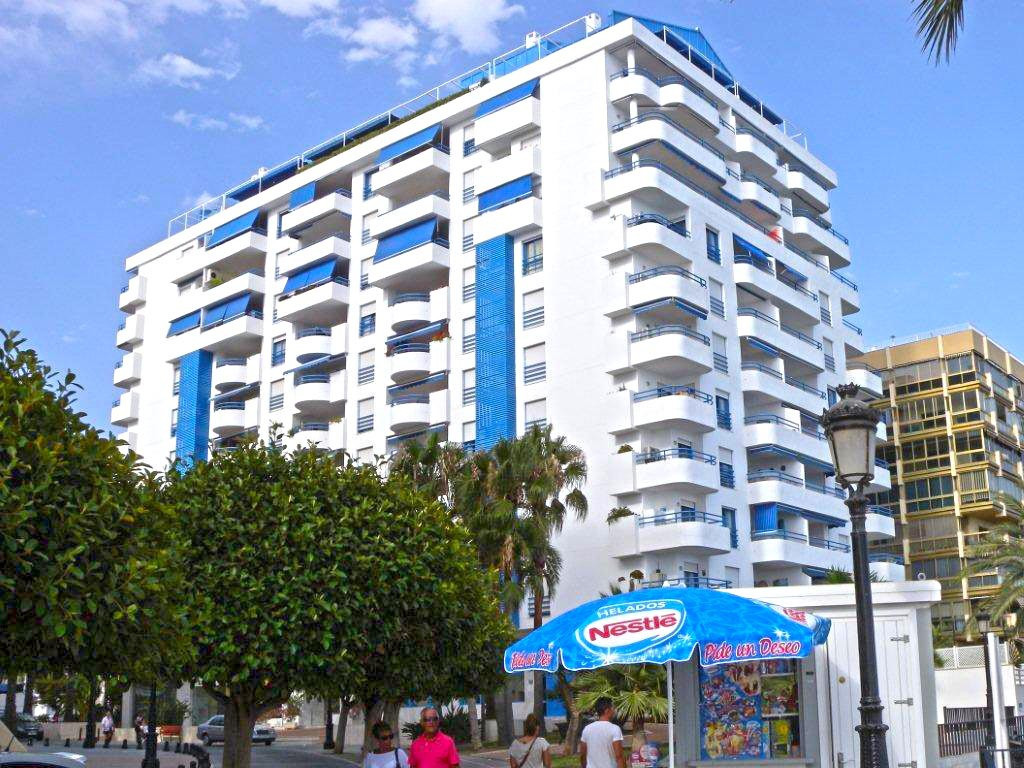 Nice 1 bedroom apartment  located in a building in  the first line beach. It is located on the Prome,Spain