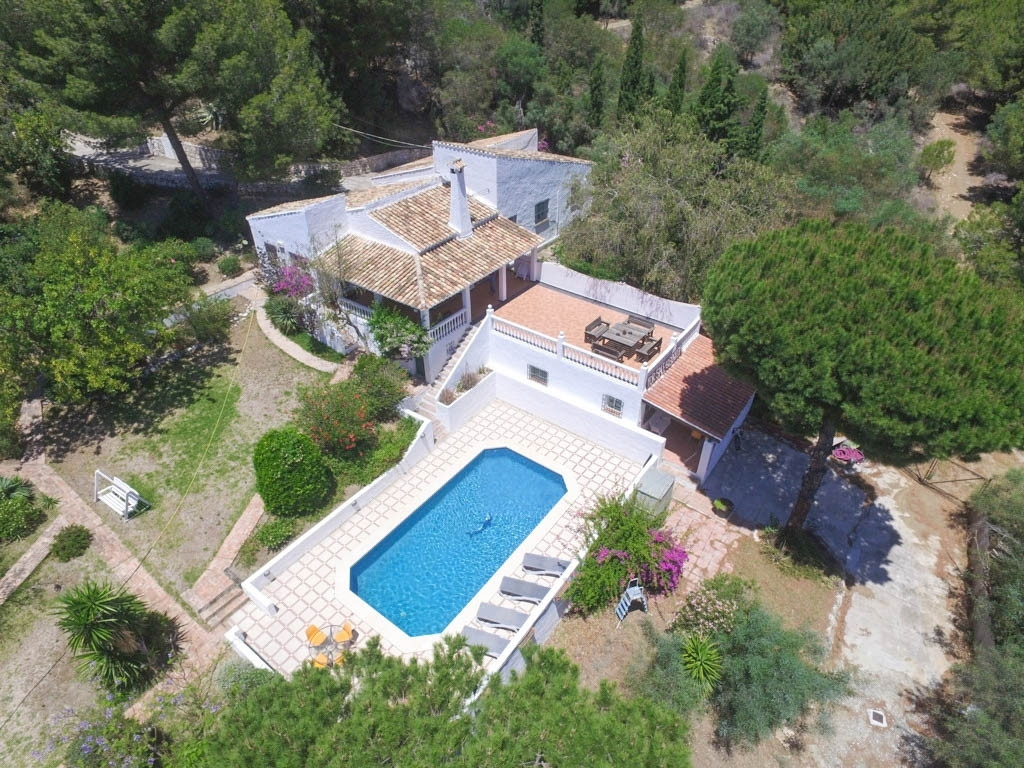 EXCELLENT LOCATION!! This Finca is situated in a private and quiet area, only 3km from the beach of , Spain