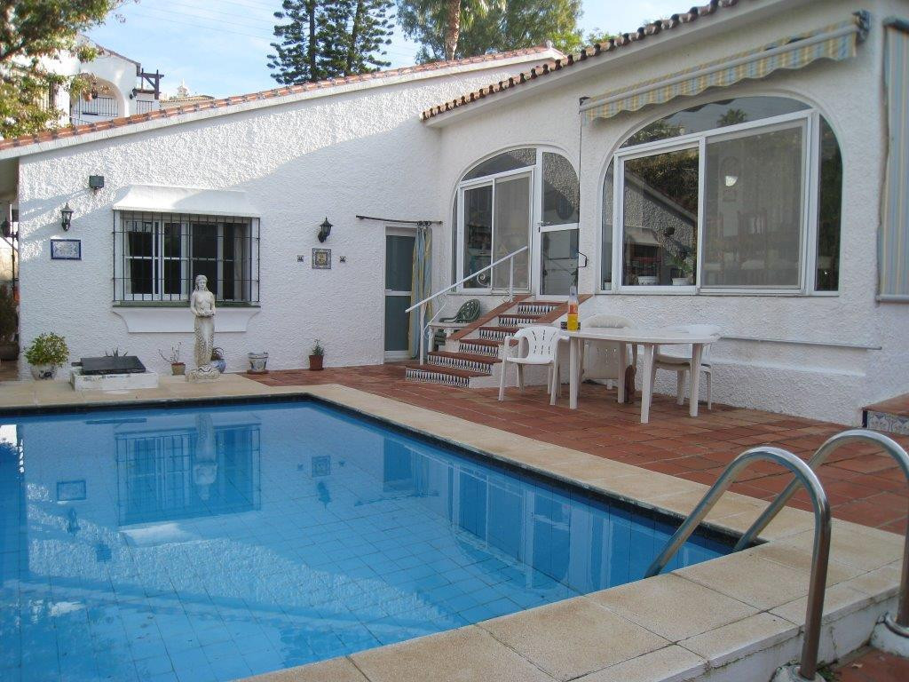 Beautiful detached one storey house (it has 6 steps down to the bedroom area). It consists of 2 bedr,Spain