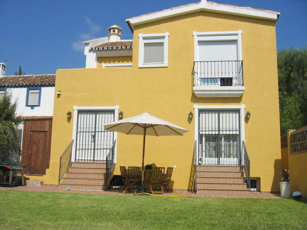 Fantastic 4 bedroom villa with large private garden in Rio Real. Spacious living area with direct ac,Spain
