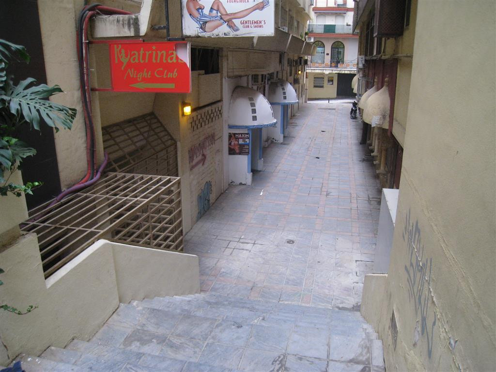 Commercial property located in the heart of Fuengirola, close to the beach and public transport . It,Spain
