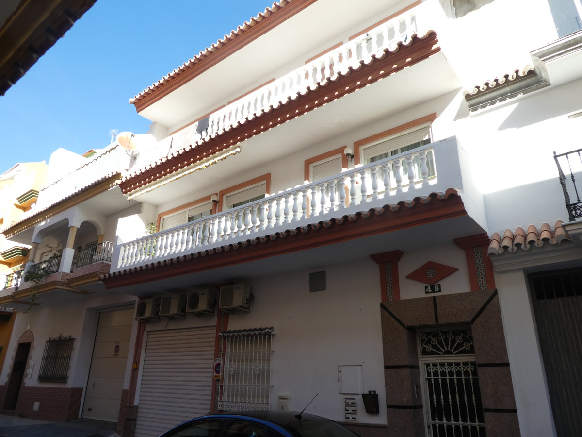Commercial premises in Las Lagunas, entrance from the street without steps. Toilet, bathroom, air AC,Spain