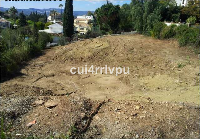 Plot in La Sierrezuela. In an area of an urbanization, land is sold to build an independent chalet-t, Spain