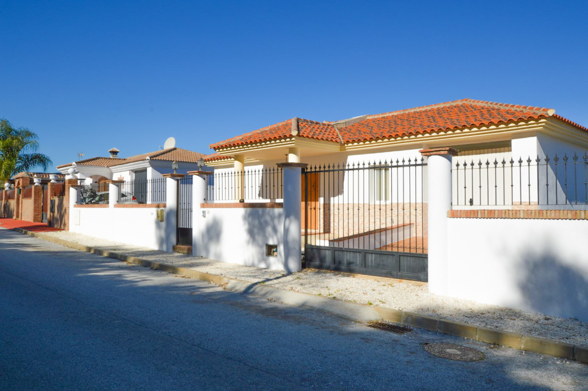 Bargain! Was Euros 595,000 Now reduced to only €349,950 for quick sale! A high quality detached Vill,Spain