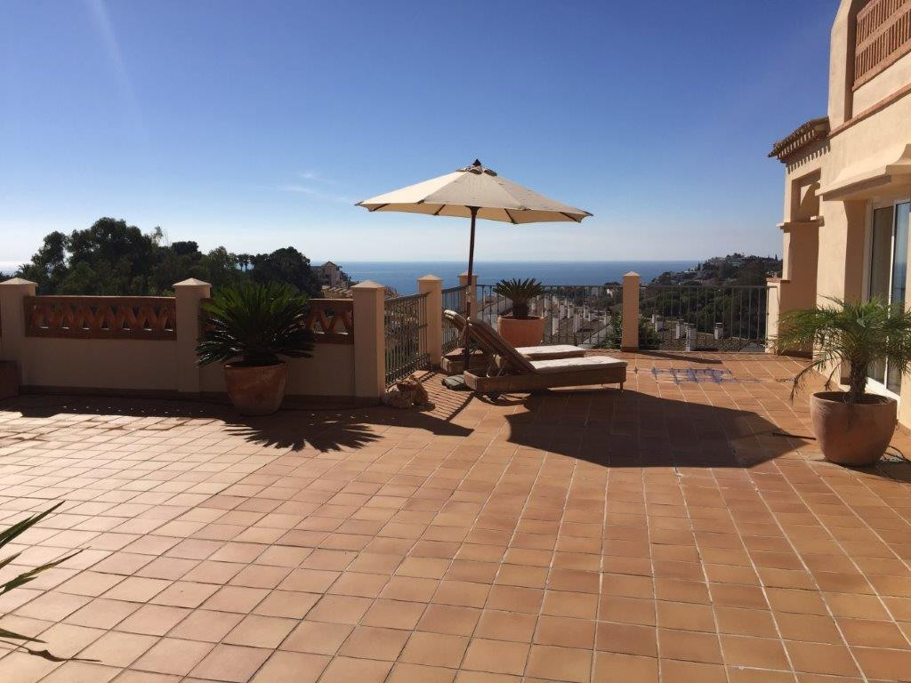 Penthouse with large terrace and sea view for sale in Mediterra Torrequebrada   Beautiful penthouse ,Spain