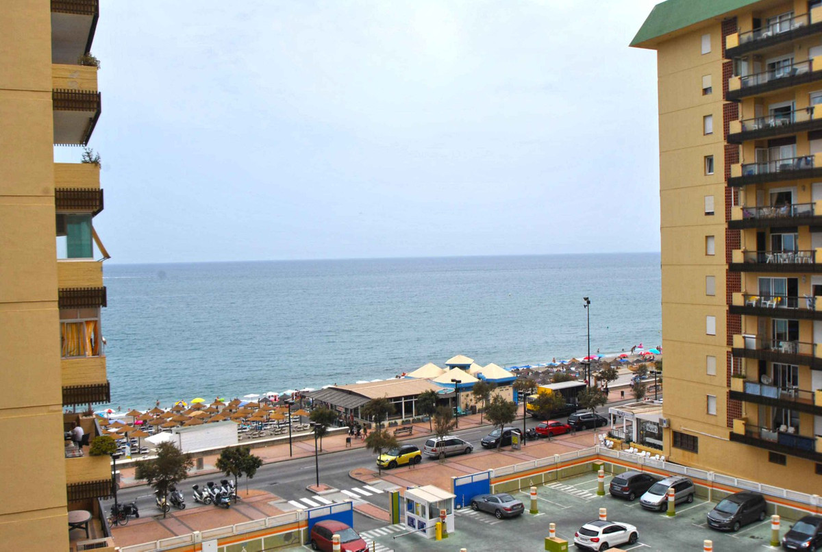 A recently renovated apartment in a great location in Fuengirola with open sea views.  This fifth fl,Spain