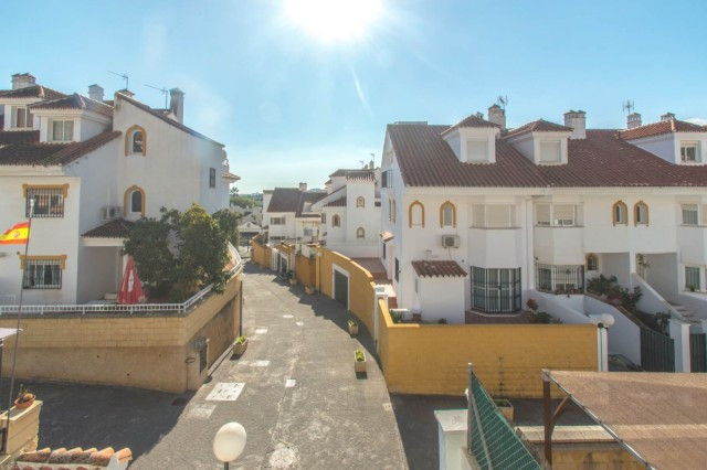 Excellent townhouse that we find in the area of the Sierrezuela in Mijas Costa. The property is very, Spain