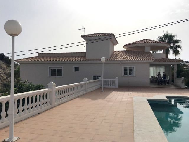 Pristine, 4 bedroom, detached villa, better than new with a good sea view in El Campello.  Ground fl,Spain