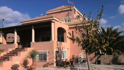 Independent villa with its private swimming pool an garden. This beautiful villa is situated in a re, Spain