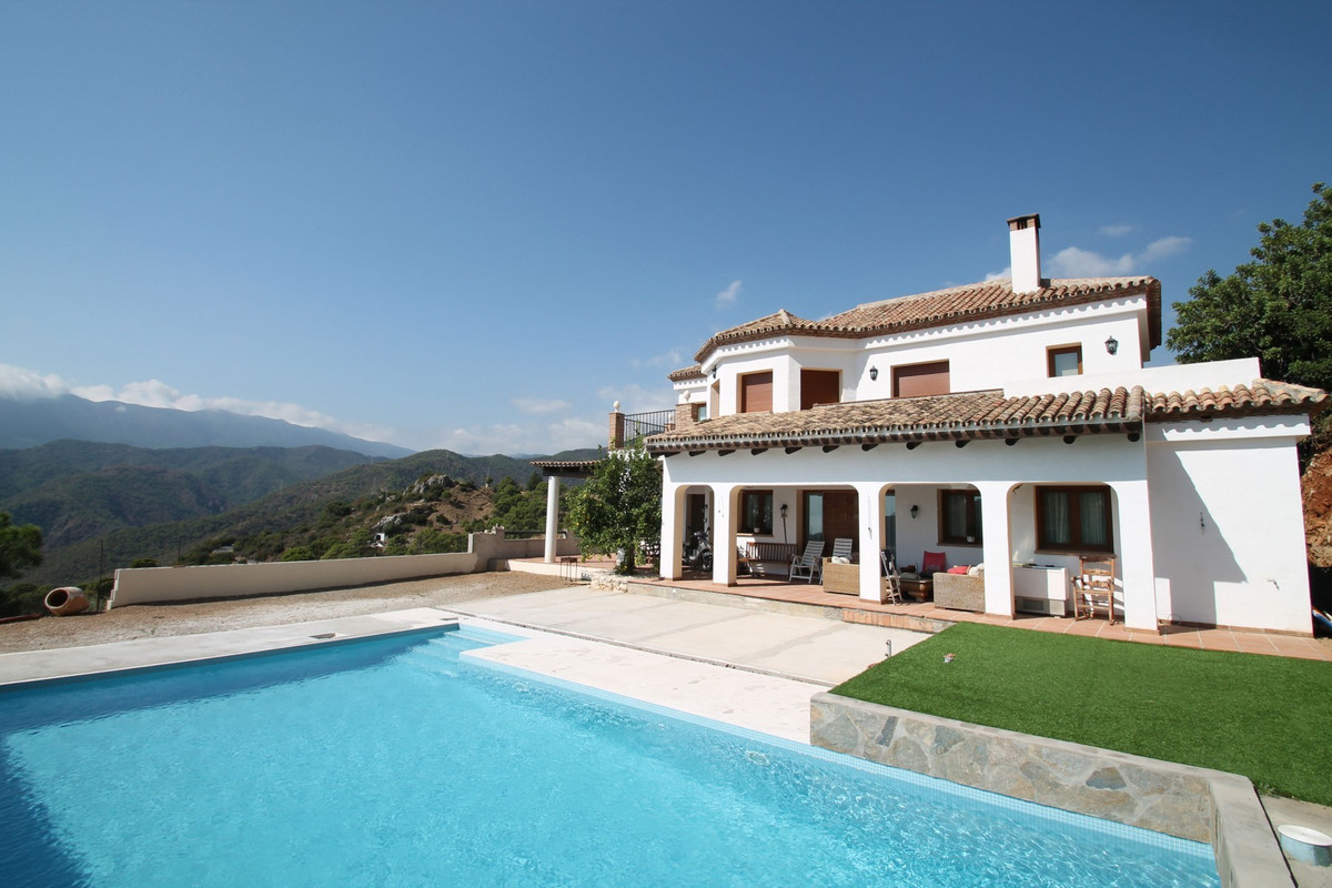 Family friendly four bedroom villa with incredible sea, lake and mountain views on Istan Road, set o,Spain