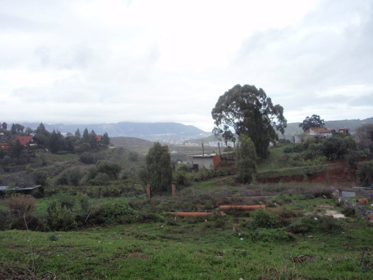Plot for sale in Calahonda Withing a few minutes drive from the town center this fantastic plot  Plo,Spain