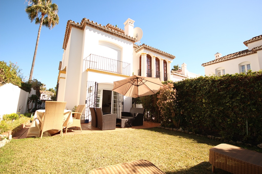 A beautifully presented semi-detached townhouse in a superb location just 250m from the beach.  Over, Spain