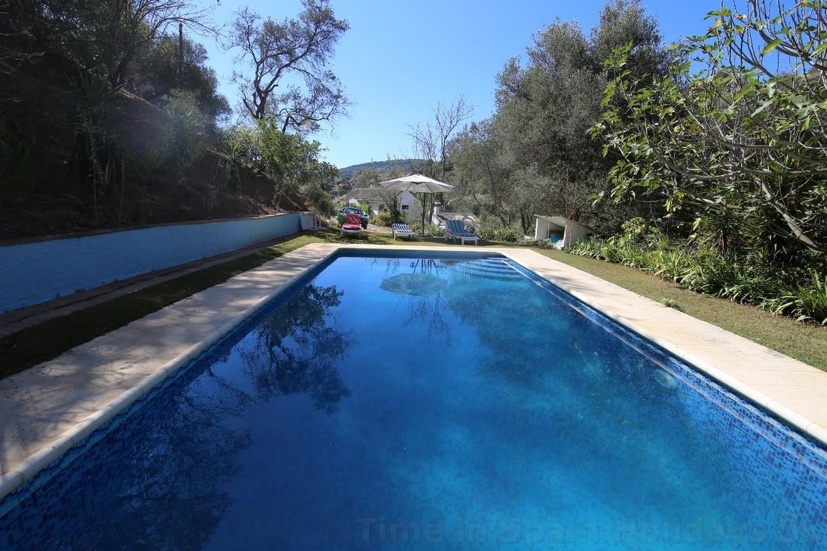 This rural family house is now available for rent and also for sale. In a spectacular place In Casar,Spain