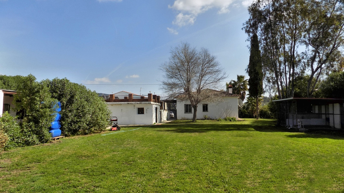 This property is set in a countryside location on the outskirts of Alhaurin el Grande; the access is, Spain