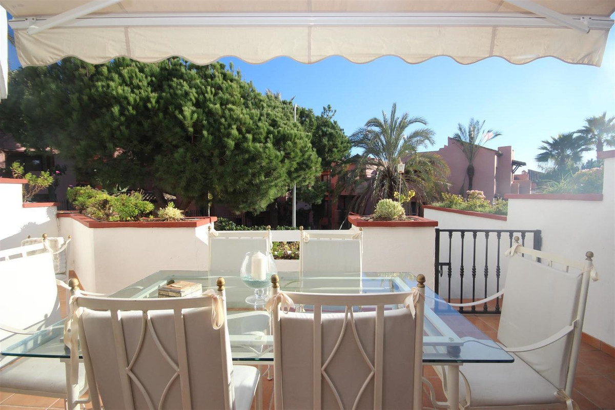 Beautiful elevated groundfloor apartment  withdirect acces to the comunal gardens .Set in a fantasti, Spain