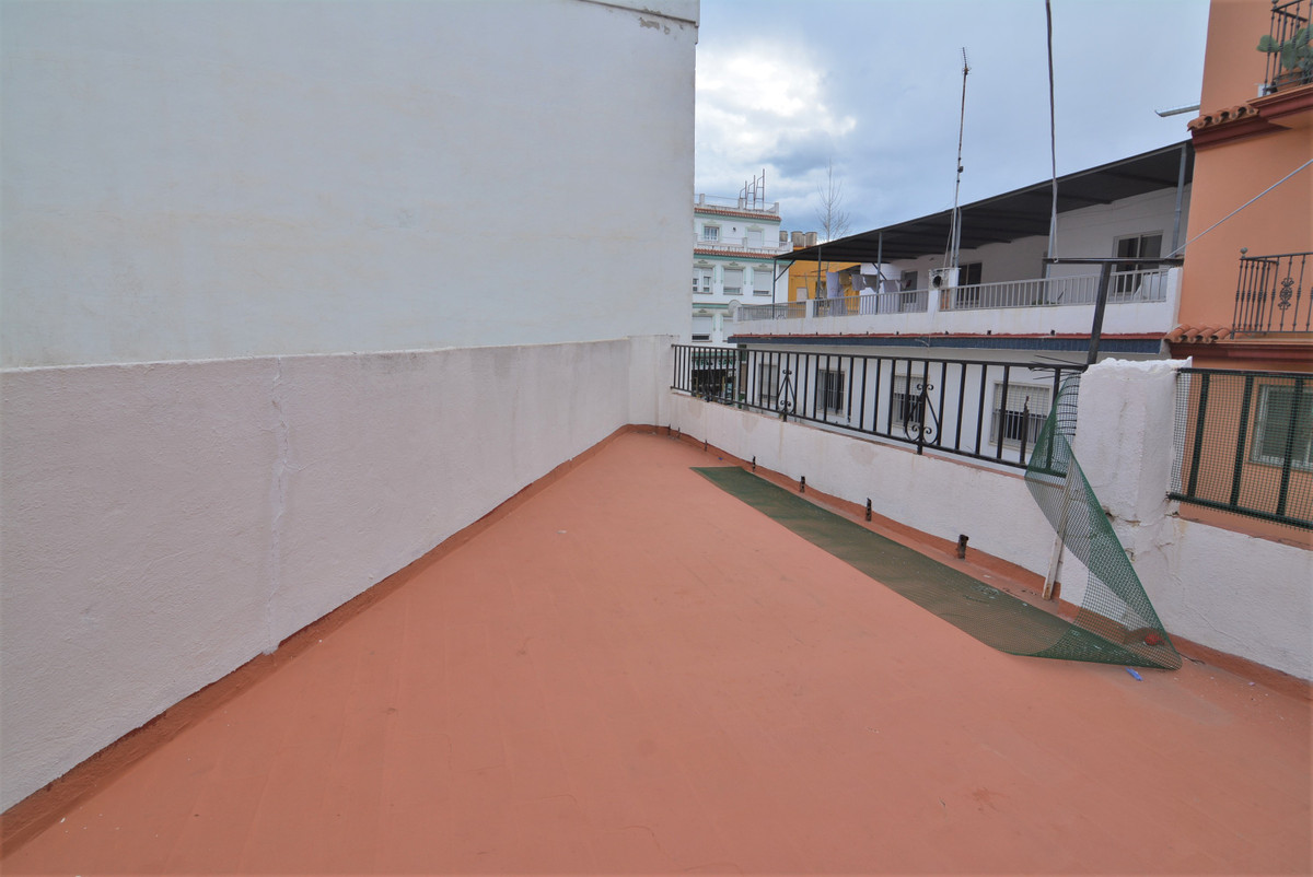 Apartment for sale in Las Lagunas, needs reform. The apartment consists of three bedrooms and a bath,Spain