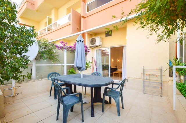 Large studio perfect for the disabled with beautiful terrace with dining table located in the P.Y.R ,Spain