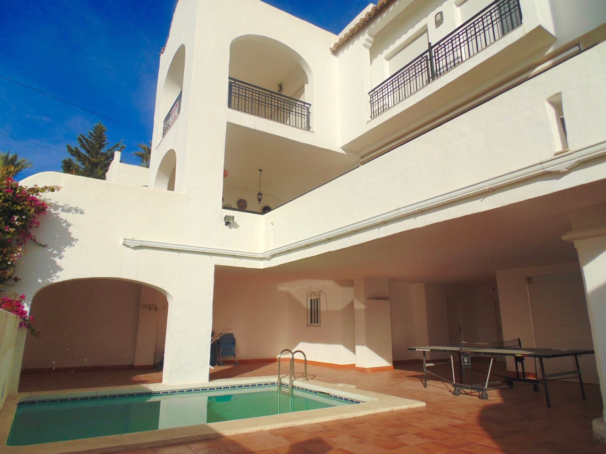 Stunning modern villa with outstanding views to sea and mountains in a popular urbanisation set betw,Spain