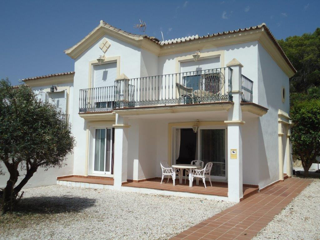 This 3 bed 3 bath villa has the feel of a detached villa with a private swimming pool  and Golf view,Spain