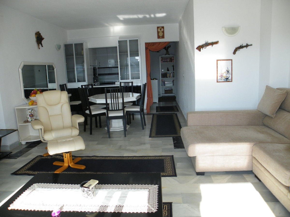 Very well presented Two Bedroom, Two Bathroom apartment with a good sized Lounge/Diner and Fitted Ki, Spain