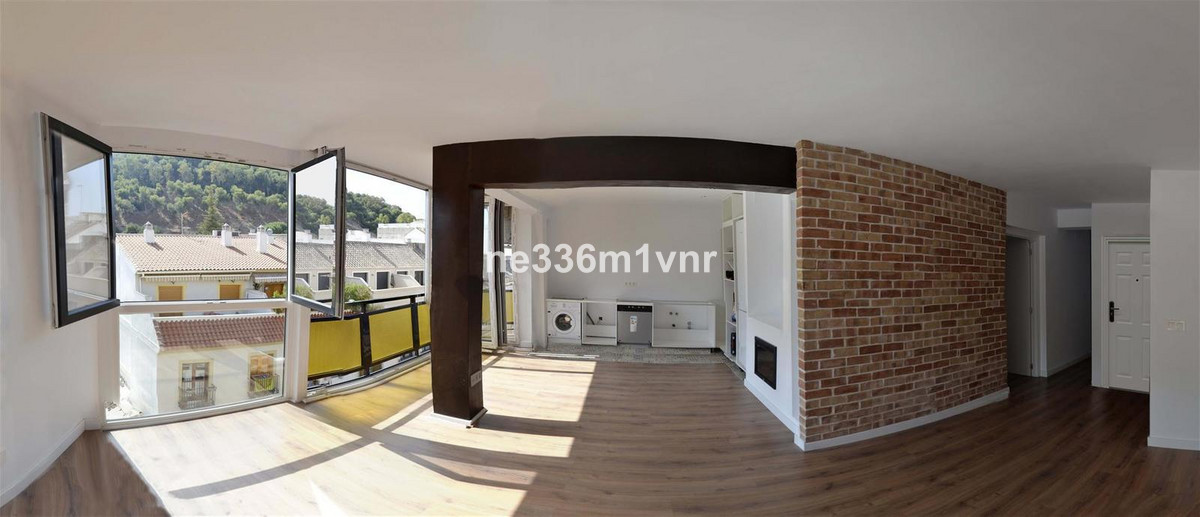 SPECTACULAR FLAT IN FULL HISTORICAL CENTER !! The property is fully renovated, has 3 bedrooms (one w,Spain