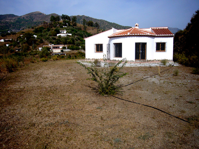 Our round salon house with plenty of living space inside and outside on the open air terraces around,Spain