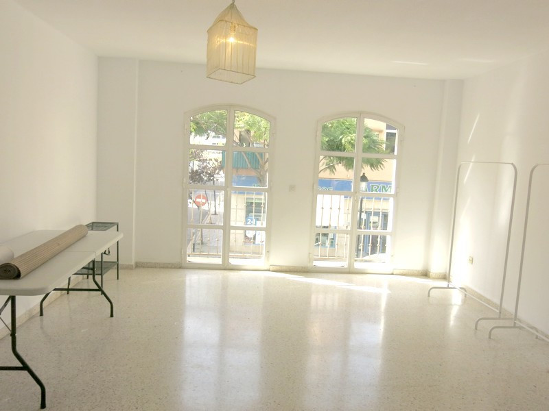 Middle Floor Apartment, Fuengirola, Costa del Sol. 3 Bedrooms, 2 Bathrooms, Built 121 m².  Setting :, Spain