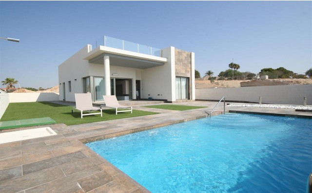Beautiful detached Villas of 3 bed and 2 bathrooms, with off-road parking and private pool, built wi, Spain