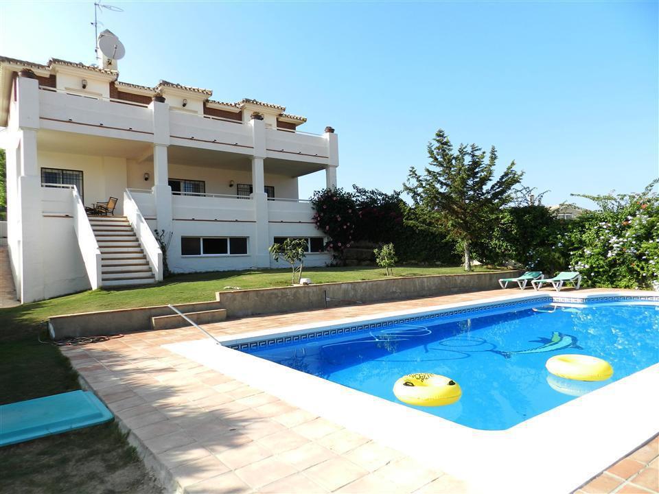 VILLA Villa for sale in L SECTOR DE LA Duquesa, plot 800m2, built 300m2 Beautiful and spacious villa,Spain