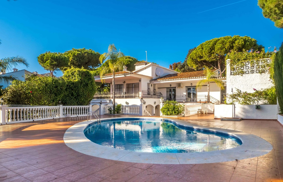 Located in the best neighborhood of Calahonda, this stunning villa is set in a very quiet area and s, Spain