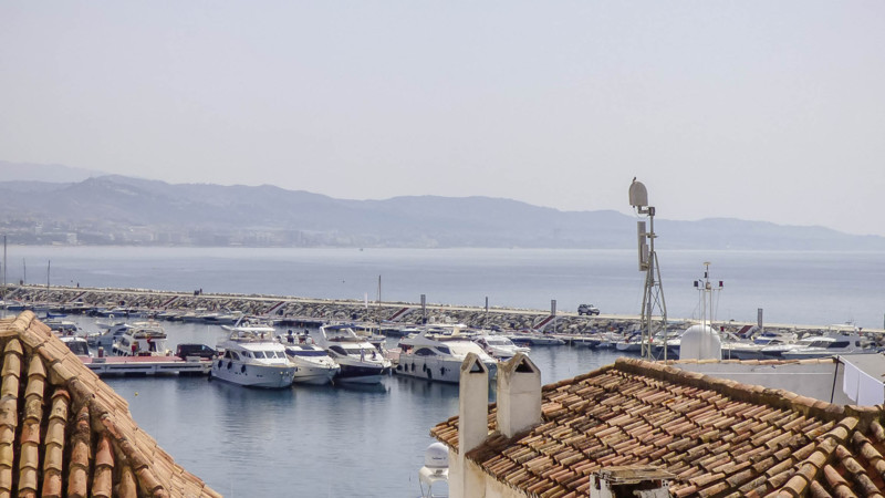 Fantastic 2 bedrooms apartment in Puerto Banus- Marbella in a very well maintained building. The pro,Spain