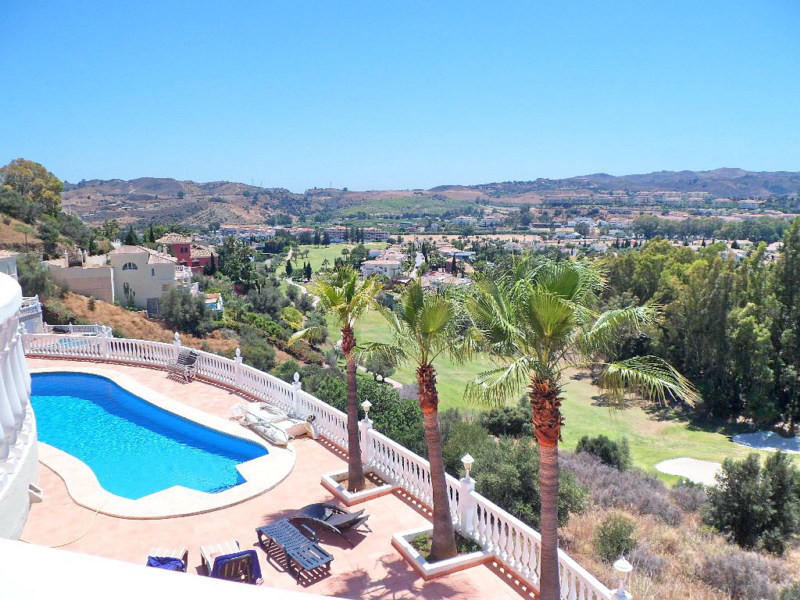 Lovely frontline golf villa on 3 levels in Mijas Golf.  On the entrance level there is a large hall,, Spain