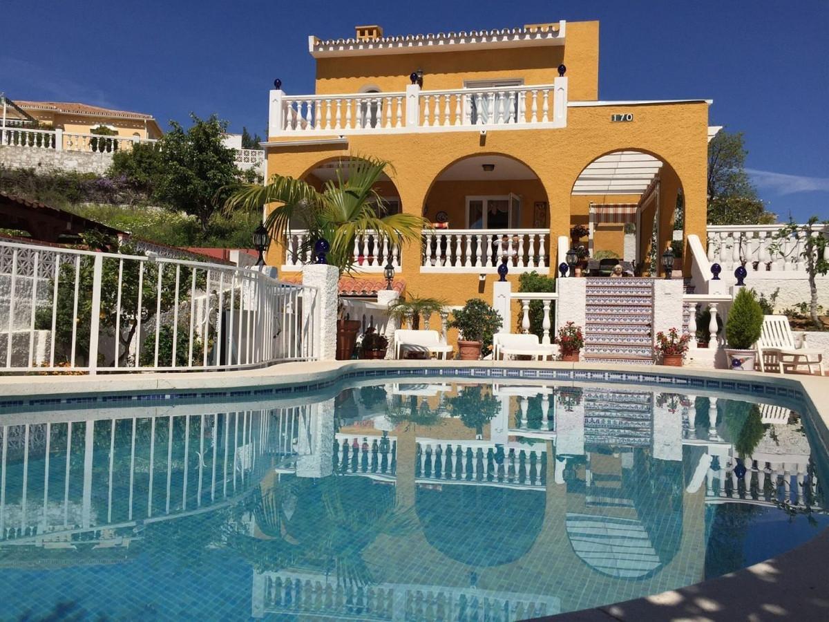 Detached Villa, Arroyo de la Miel, Costa del Sol. 6 Bedrooms, 4 Bathrooms, Built 170 m², Terrace 30 ,Spain