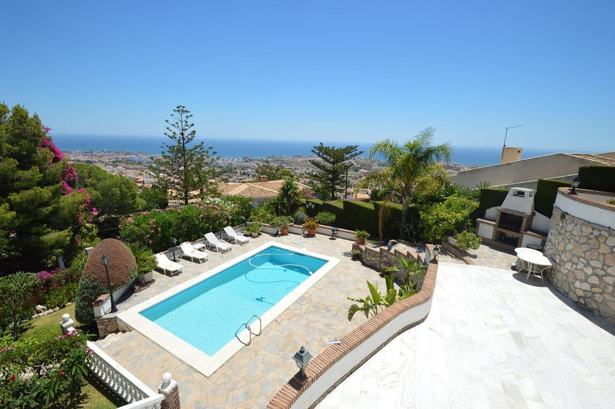 RECENT REDUCTION FROM 950.000€ TO 695.000€!!!!  Wonderful Villa with independent apartment and panor,Spain