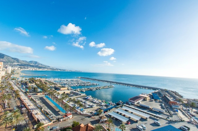 A frontline beach studio apartment with spectacular panoramic sea and monutain views...  Distributio, Spain
