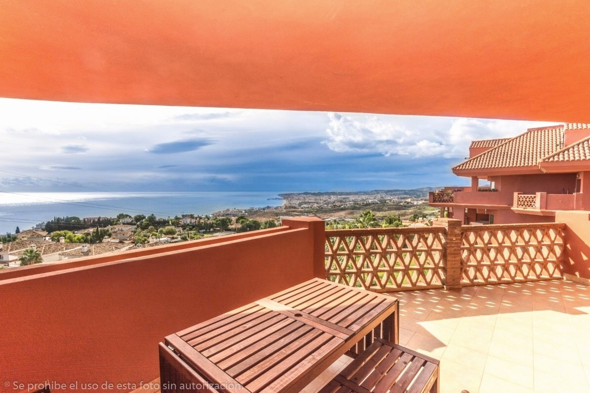 Recent reduction for a quick sale from 569.000€ to 485.000€.   Wonderful penthouse duplex in El Higu,Spain