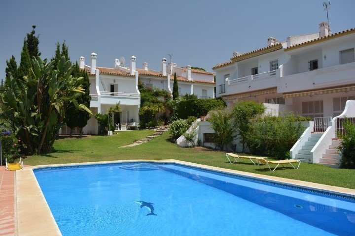 For Sale a townhouse in a pretty urbanization in first line of the Cabopino Beach and the Golf Artol, Spain