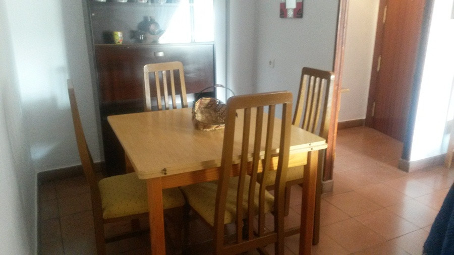 Apartment for sale in the center of Fuengirola. Big, briht flat, semi-renovated. It has three large , Spain