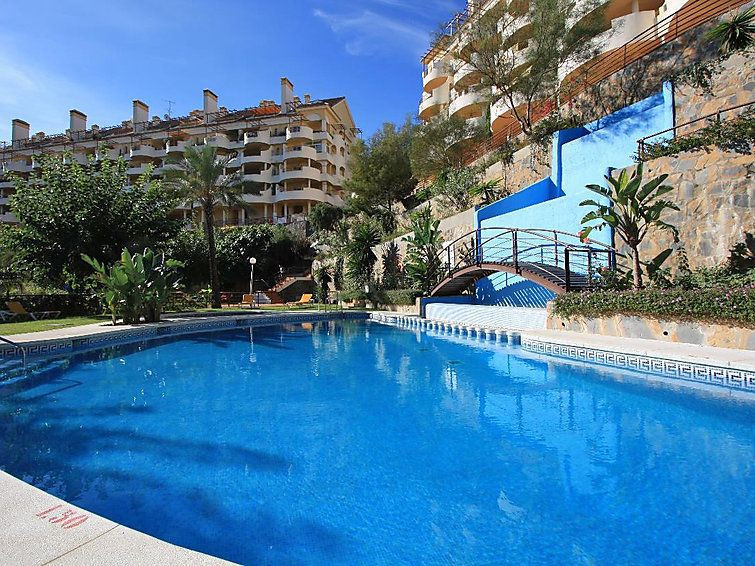 Bargain ! 1st floor, 3 bed, 3 bath apartment in 24H security complex Senorio de Aloha, Nueva Andaluc, Spain