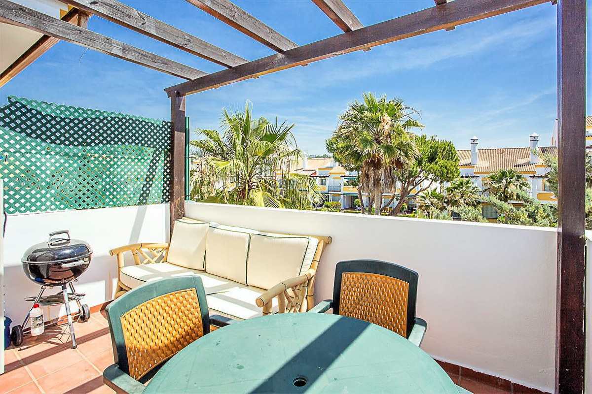 A large three bedroom duplex apartment in a prestigious and well located development in the Carib Pl, Spain