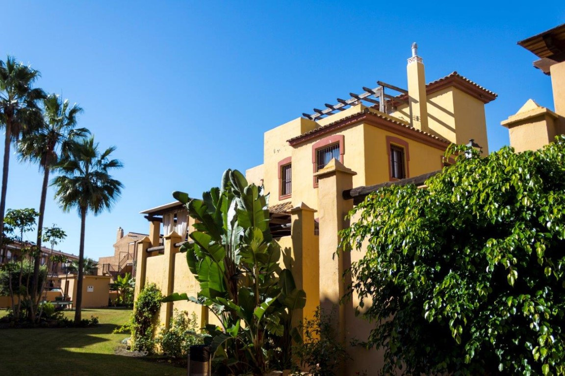 Elegant and comfortable townhouse in private and quiet urbanization, just walk from the beach. Excel, Spain
