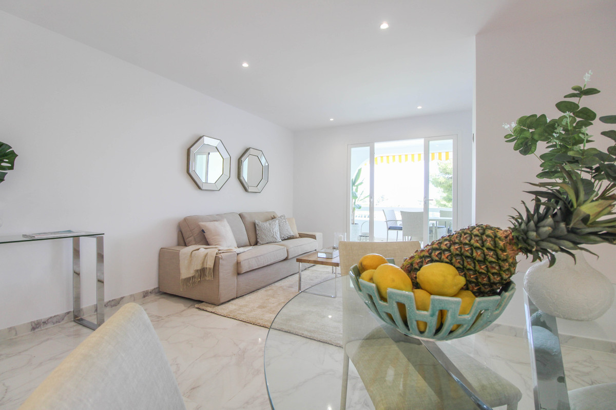 Apartment with stunning views to Aloha Golf, the mountain La Concha and the sea close to amenities. ,Spain