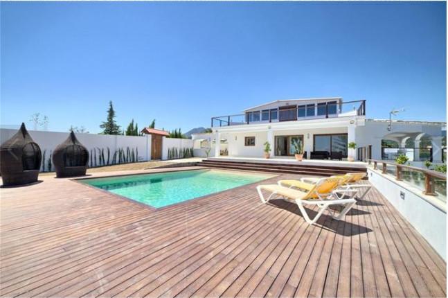 Detached Villa, El Padron, Costa del Sol. 5 Bedrooms, 4 Bathrooms, Built 400 m², Terrace 34 m², Gard,Spain