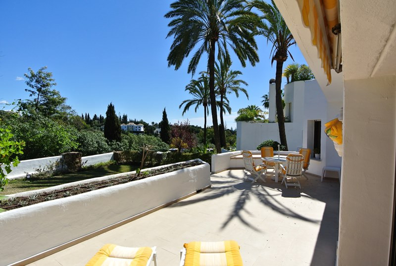 This stunning apartment is located in one of the most prestigious developments in Las Lomas del Marb, Spain
