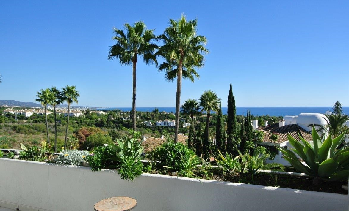 This great apartment is located in a very quiet and private complex within the Golden Mile, just a f,Spain